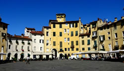 Lucca, Amphitheater Square