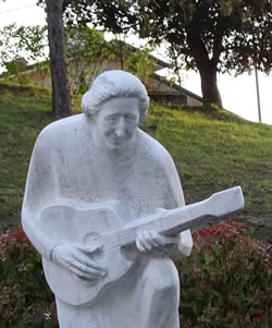Statue of Singer Songwriter Giorgio Gaber in Montemagno